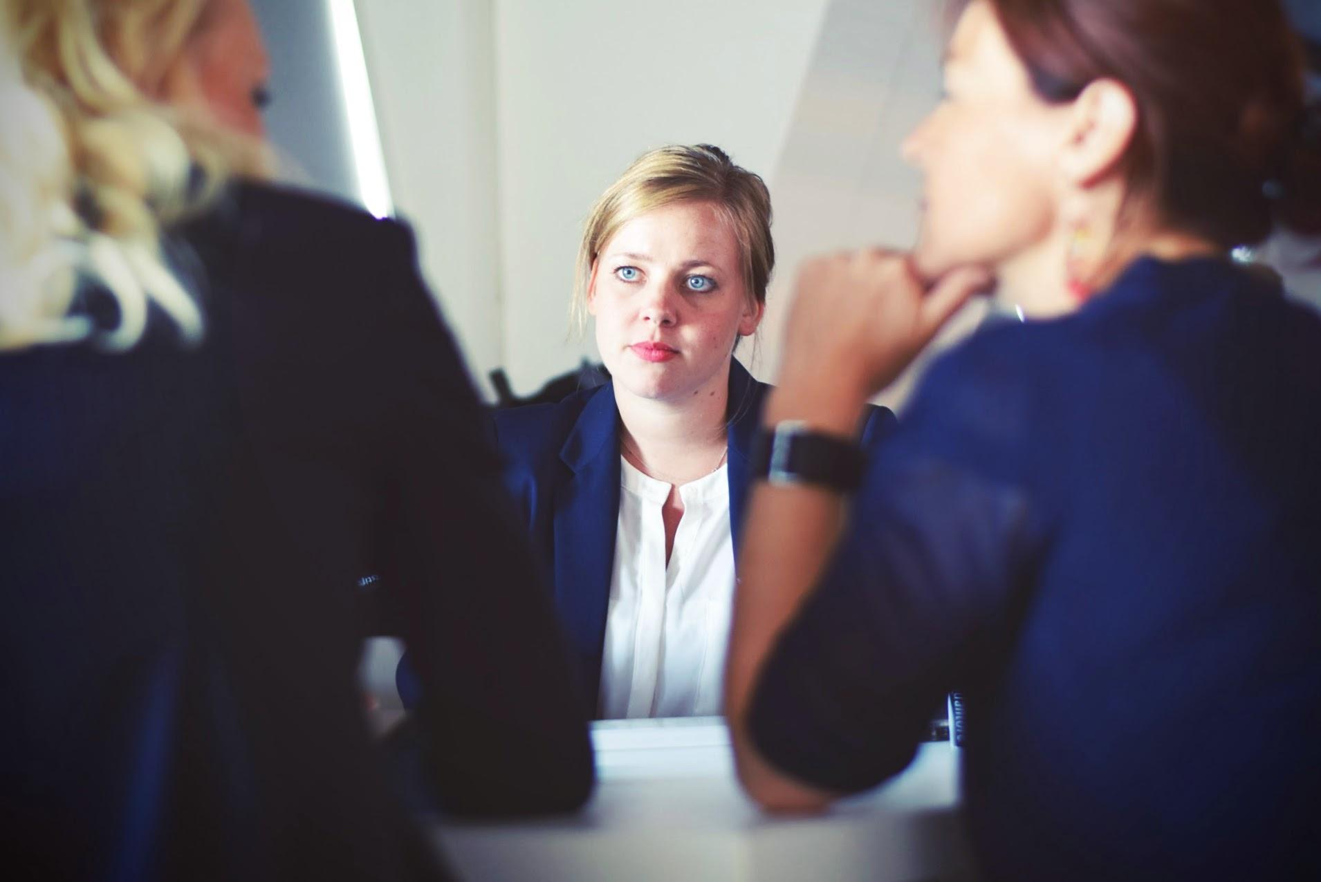 Comment bien se préparer à la question piège du pire défaut en entrevue